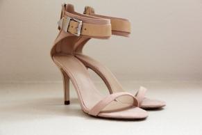 Sandal with buckle - zara - 79.99 dólares