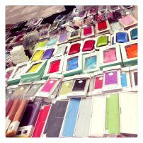 Accesorios para iPad y iPhone son también productos que se ofrecen en las ferias callejeras por muy buen precio.