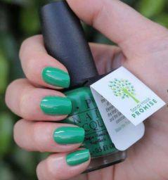 Un esmalte para uñas con un mensaje de paz y compromiso