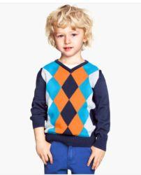 Este suéter es ideal para hacer 'match' con el del papá. Apenas cuesta 10 dólares y es súper cool