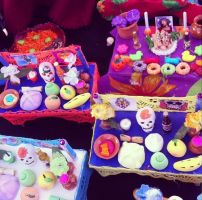 El tradicional altar de muertos en miniatura