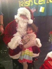 Anna y Santa en la fiesta navideña en LIC