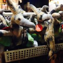 La tienda del museo ofrece Pterosaurios de peluche para llevarse de recuerdo.