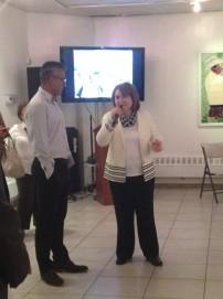 Edwin Gil junto a la cónsul colombiana Elsa Gladys Cifuentes Aranzazu
